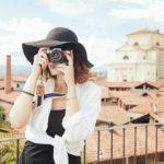 カメラを構える女性|Emotif|エモーティフ格安撮影スタジオ