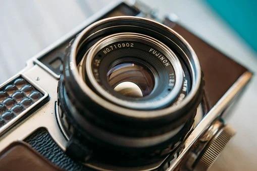 カメラとレンズの写真|五反田Emotif|エモーティフ